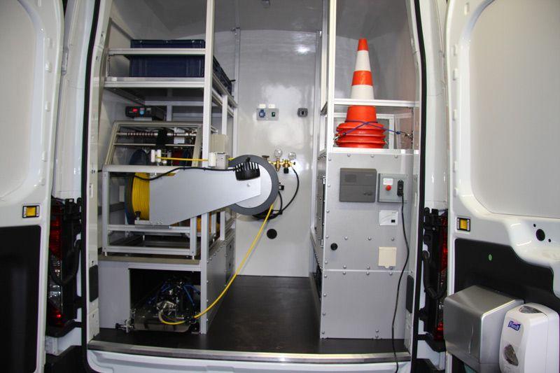 zabudowa części sprzętowej samochodu inspekcyjnego